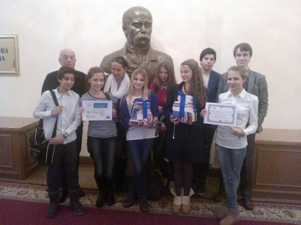 Учні МФШ з дипломами за перемогу на конкурсі Франкофонія 2013