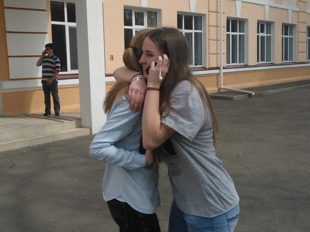 Задоволені колежани діляться радісною новиною з батьками :)